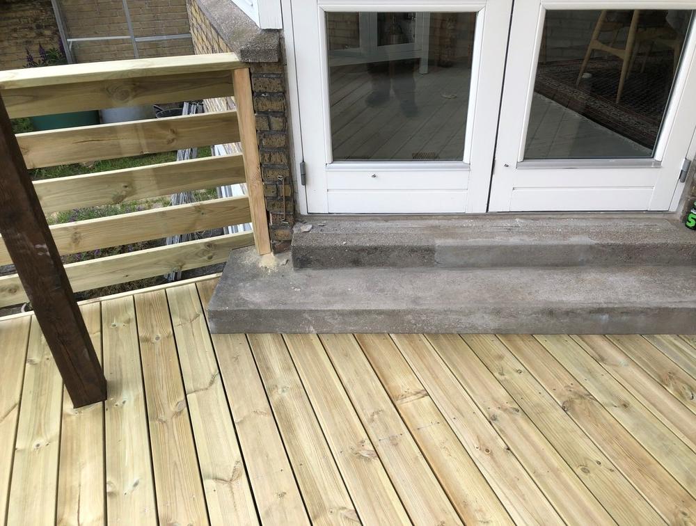 Trykimpræneret terrasse i Søborg på 18m2 med Trappe og Hegn 3